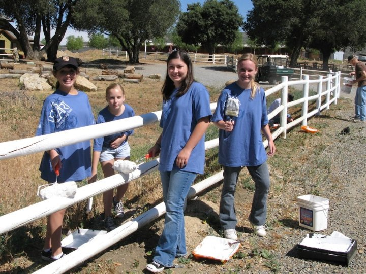 Orange County teen volunteers help restore a fence in their community